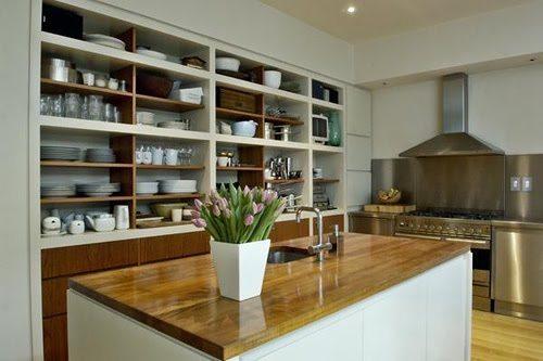Decoraci n de cocinas con estantes abiertos for Estantes para cocina