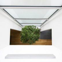 Casa cúbica en espacio reducido