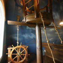 Habitación de piratas con barco