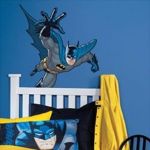 Pegatina de Batman sobre pared azul