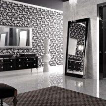 Cuarto de baño con paredes tramadas en blanco y negro, gran espejo de pie en una pared y lavabos con muebles negros.