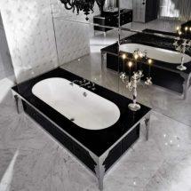 Bañera con exterior de mármol negro e interior blanco.