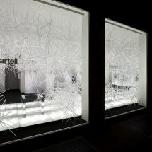 Vidriera con estructuras de pinches de cristal