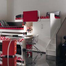 Tres camas en alto en color blanco con blancos negros y rojos.