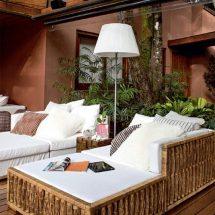 Casa de verano con paneles transparentes