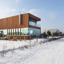 Casa minimalista con formas estrictamente geométricas
