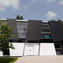 Casa geométrica en blanco y negro