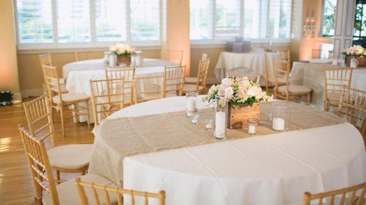 Decoraci n de mesas de bodas inspiraci n for Caminos para mesas redondas
