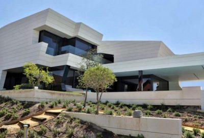 Casas modernas: Balcony de A-cero