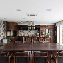 Casa rectangular moderna en Brasil