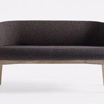Sillas y mesas modernas