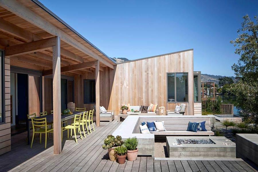 Casa moderna con hidromasaje exterior