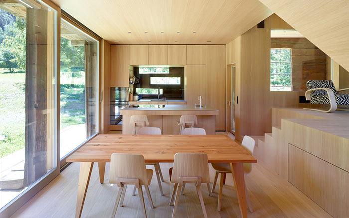 cabaña de madera abandonada